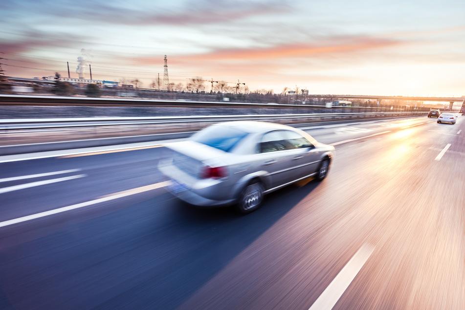 Unfall A4: Völlig dicht über die Autobahn: Kölner verursacht heftigen Unfall, dann wird es bizarr