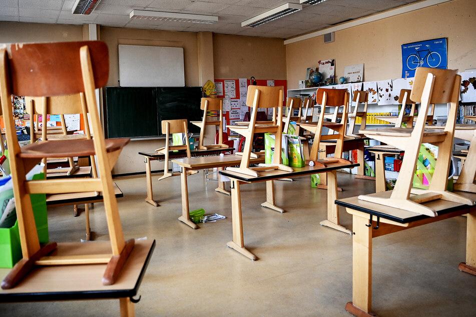 In Sachsen können die Stühle länger auf den Tischen bleiben: Die Weihnachtsferien beginnen schon eher.