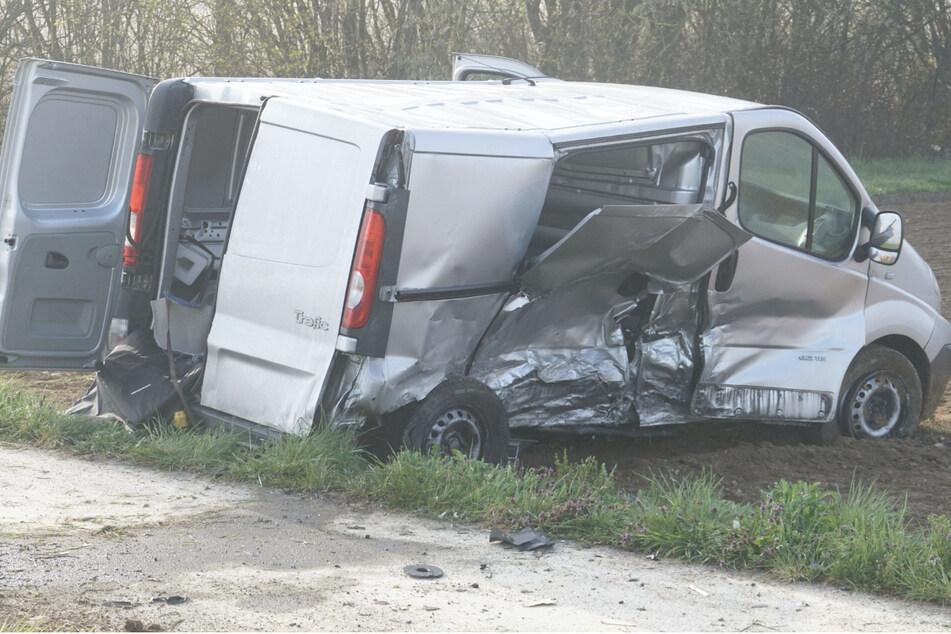 Zwei Schwerverletzte bei Unfall: Verursacher flüchtet