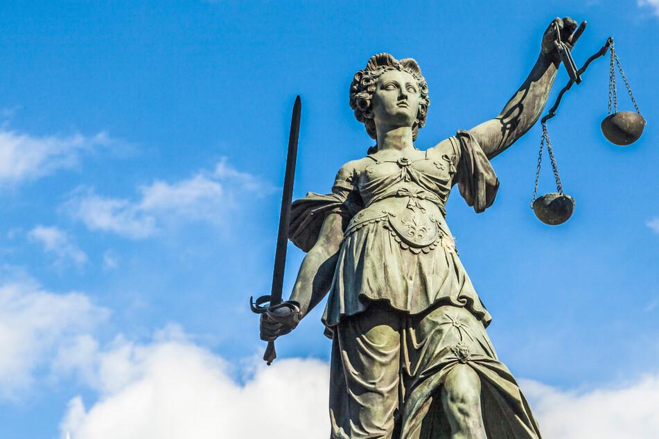 Absurder Rechtsstreit: Für tot erklärte Frau klagt, weil sie noch am Leben ist