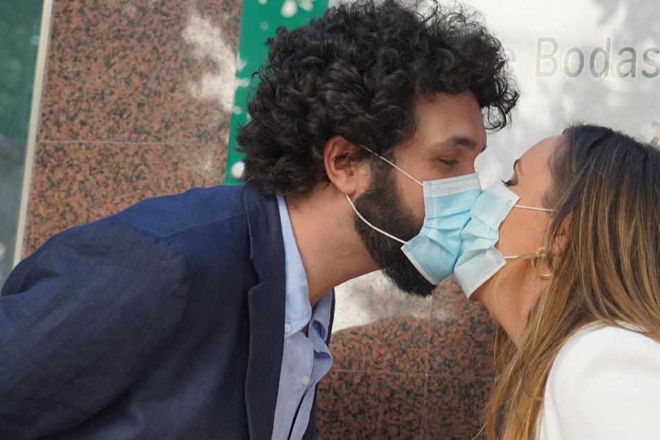 Harvard-Studie: Sex während Pandemie nur mit Maske und ohne Küssen