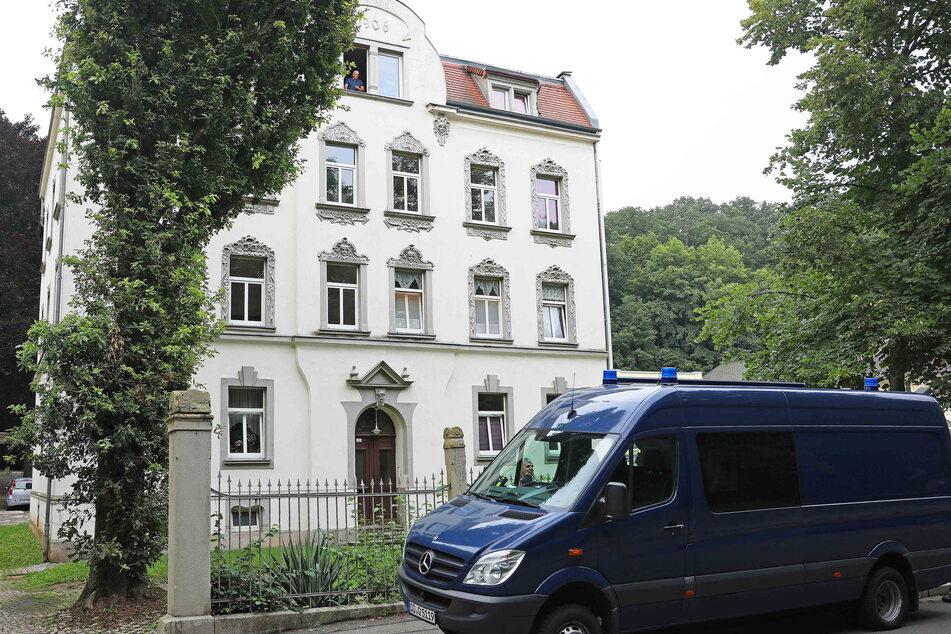 Das Todes-Haus in der Werdauer Turnhallenstraße. Hier entdeckte die Polizei am Mittwoch die zwei Leichen.