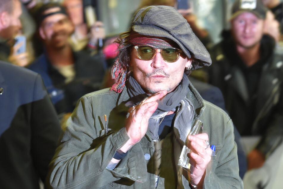 Hollywood-Star Johnny Depp (58) löste bei seiner Ankunft ein Blitzlichtgewitter aus.