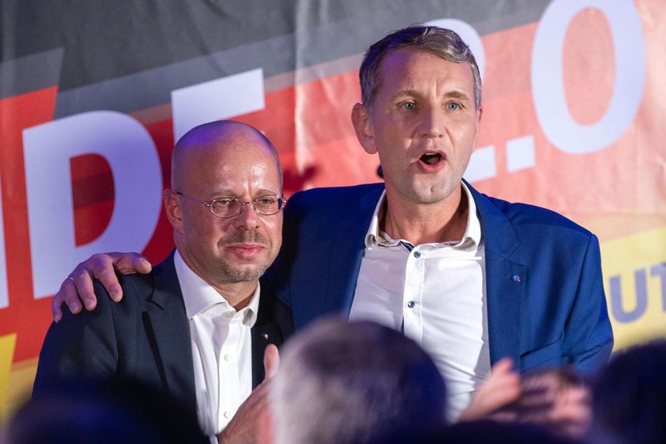 AfD-Rechtsaußen Björn Höcke (r.) reagierte am Samstag auf den Rauswurf seines langjährigen Mitstreiters Andreas Kalbitz.