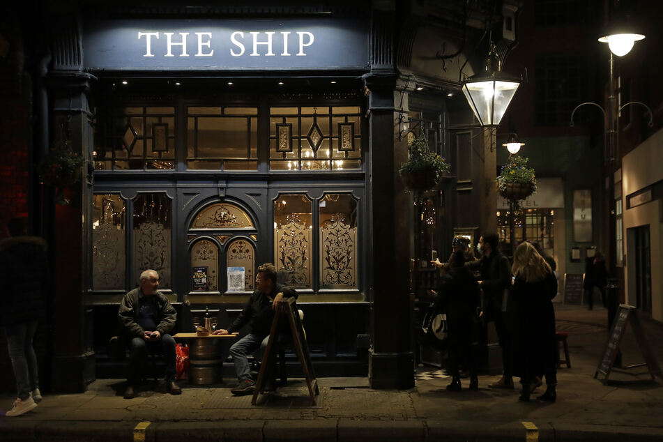 In London gilt derzeit die höchste Corona-Warnstufe, deswegen müssen auch Bars dicht machen.