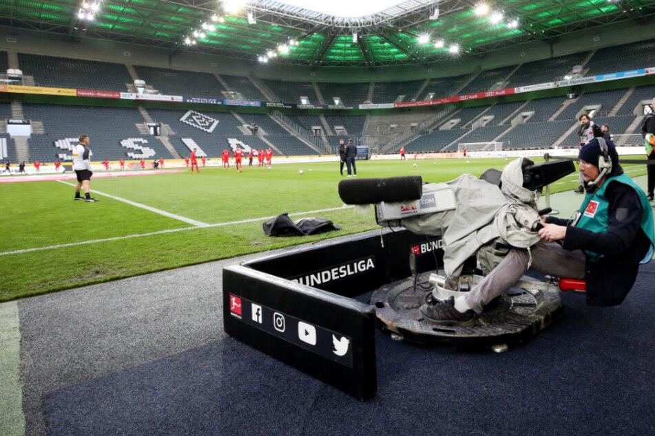Der Druck wurde zu groß. Die DFL hat die Bundesliga nun doch gestoppt, an diesem Wochenende finden keine Spiele mehr statt.