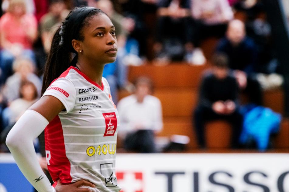 Naya Crittenden im Trikot des Schweizer Vereins Franches-Montagnes, für den sie 2019/20 spielte.