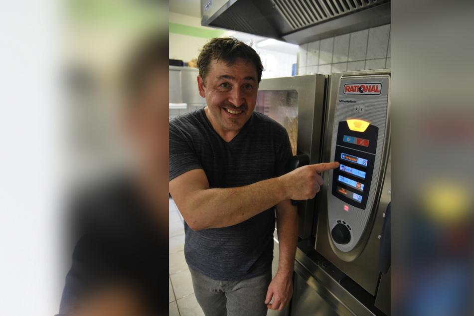 Das Mittelalter-Restaurant lebt von modernster Technik - Gastwirt Silvio Kuhnert (51) hat seine Küche digital umgerüstet.