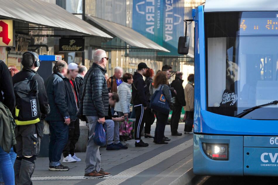 Busse und Bahnen sind viel zu voll: CVAG-Kunden schimpfen über ausgedünnte Taktung