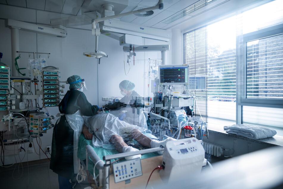 In NRW werden derzeit 685 Corona-Patienten auf den Intensivstationen behandelt.