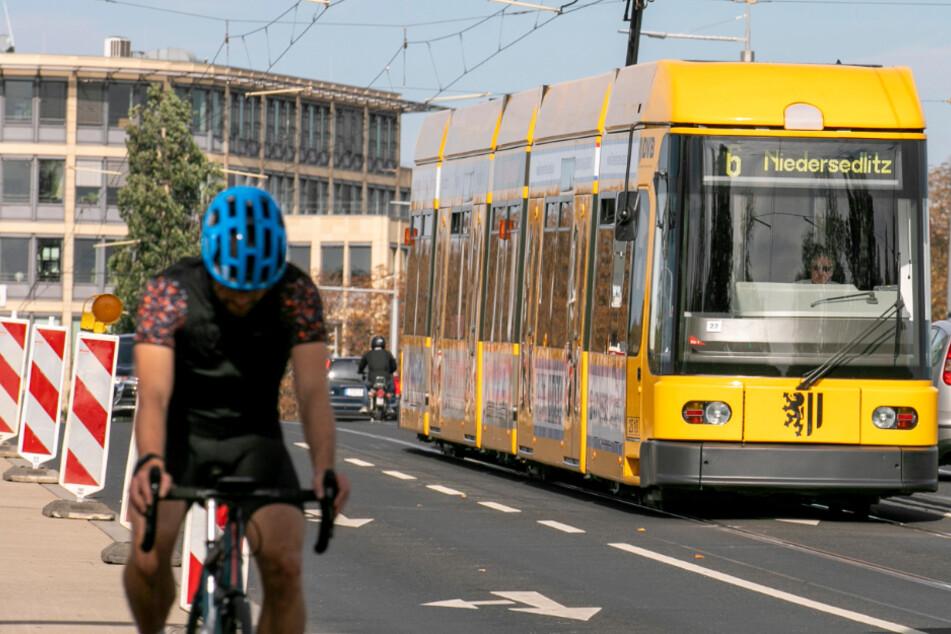 Die Bahn kommt! Wer lieber Rad fahren will, kann das natürlich auch.