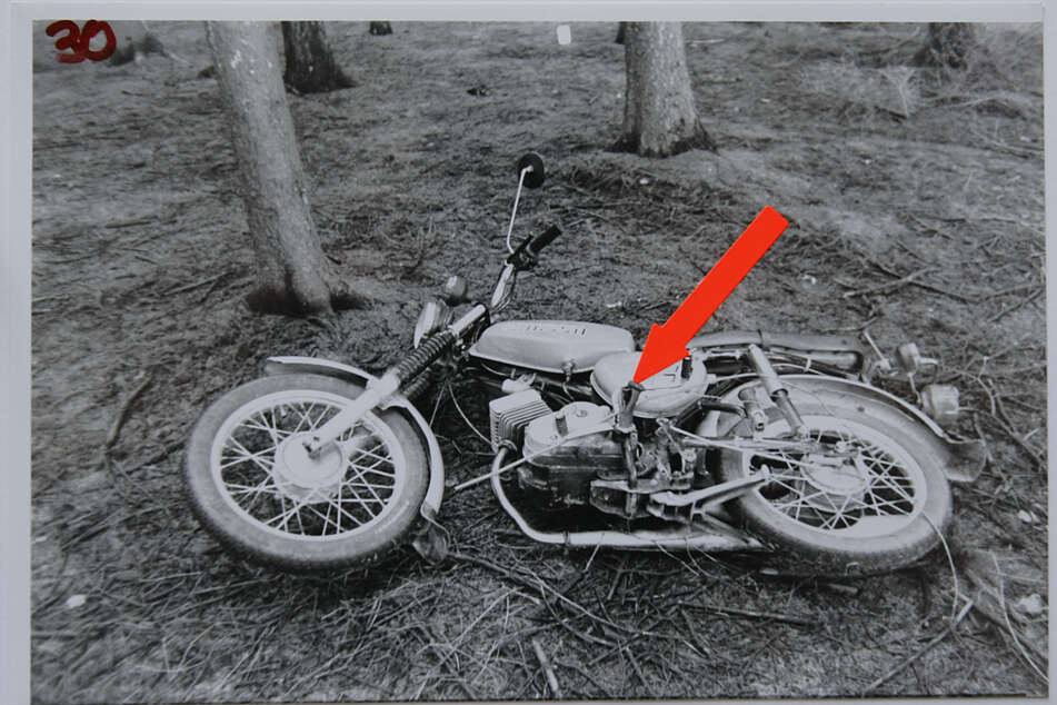 Das Opfer war mit dem Moped auf dem Weg nach Hause. Ihre Leiche wurde einen Tag später gefunden.