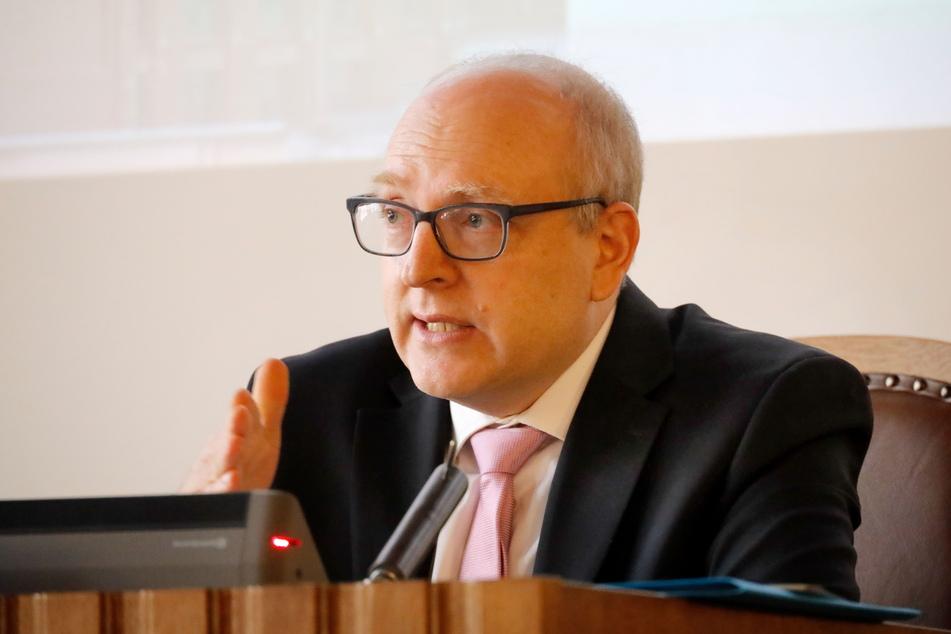 Der Chemnitzer Oberbürgermeister Sven Schulze (49, SPD) warnte am Dienstag vor weiter steigenden Corona-Zahlen.