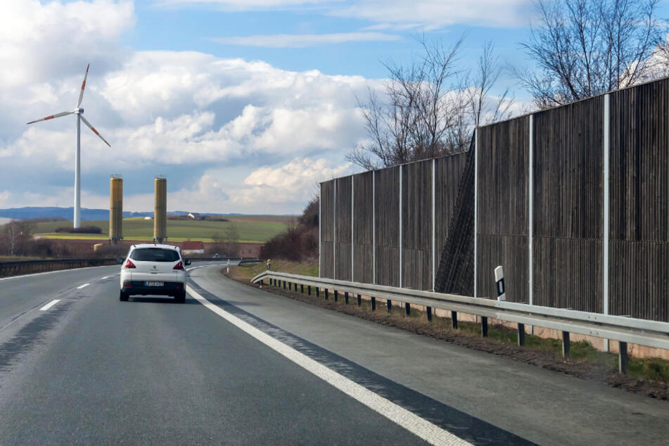 Auf der A72 wird eine neue Lärmschutzwand gebaut.