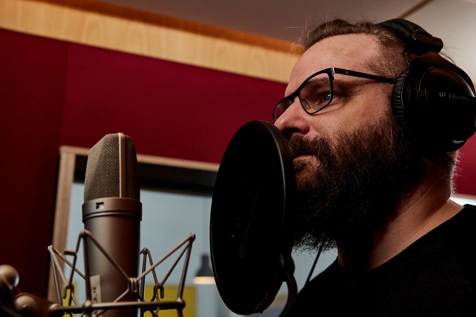 Nicht zum ersten Mal steht Streamer Gronkh (44) im Tonstudio, um für das deutsche Publikum Charakteren Leben einzuhauchen.