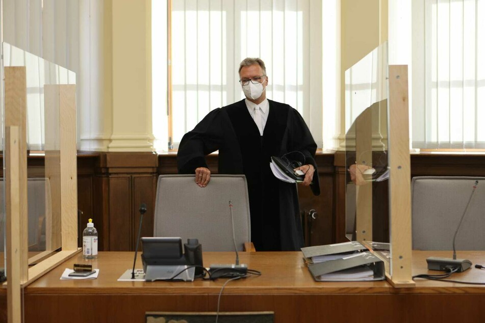 Was geschah wirklich im Wohnhaus an der Hardenbergstraße? Das muss nun der Vorsitzende Richter Hans Weiß mit seiner 16. Strafkammer herausfinden.