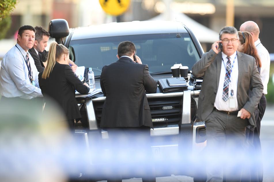 Polizisten sind am Tatort der Messerattacke in Melbourne im Einsatz.