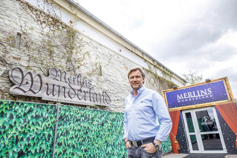 """Event-Profi Mirco Meinel (48) vor seinem Theaterrestaurant """"Merlins Wunderland""""."""