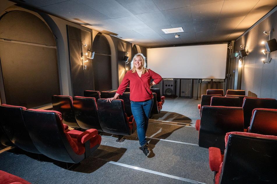 Betreiberin Katharina Repp (33) freut sich über das renovierte Kino. Doch noch bleiben die Reihen leer.