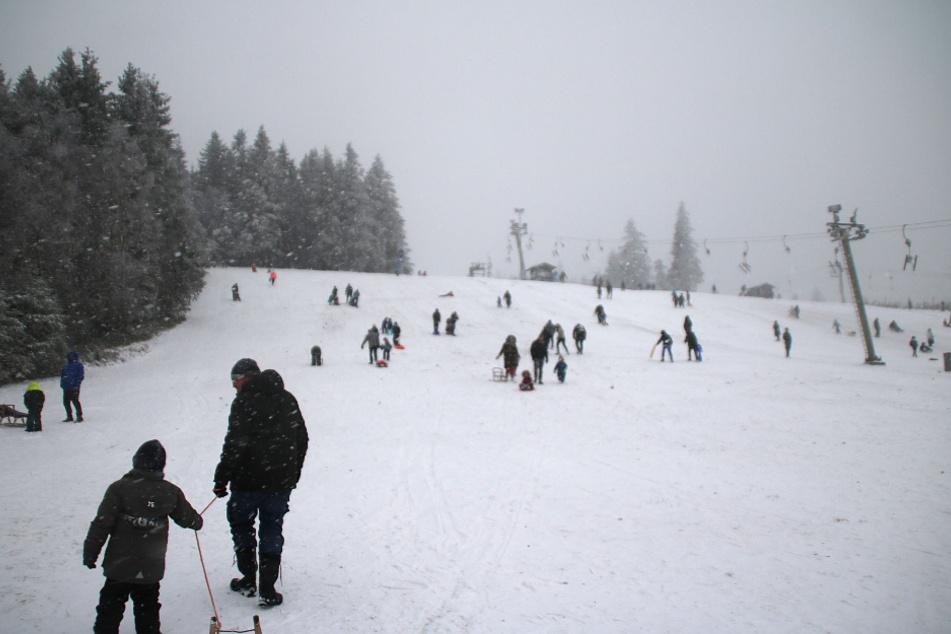 Viele Ausflügler waren bereits vor Weihnachten am Gebiet um den Kahlen Asten unterwegs.