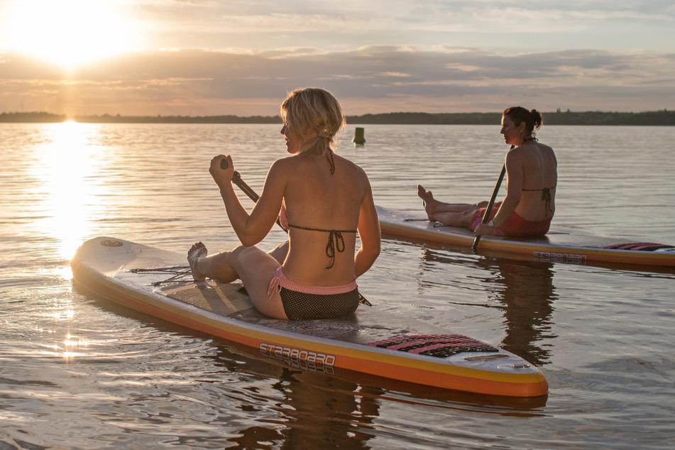 Das Lausitzer Seenland ist schiffbar und die Wege um die Gewässer laden zum Skaten und Radeln ein.