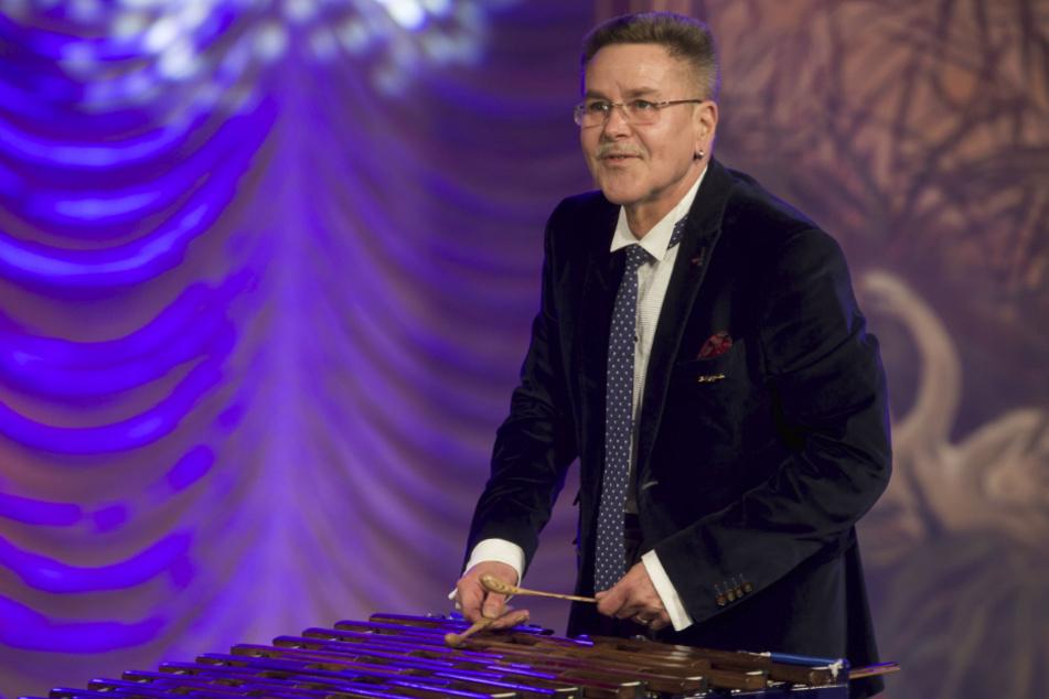 Bernd Warkus war auch nach der Wende ein gefragter Virtuose am Xylophon. Er spielte u.a. 2015 im Theater Meissen zur 70-Jahre-Geburtstagsgala von Dagmar Frederic.