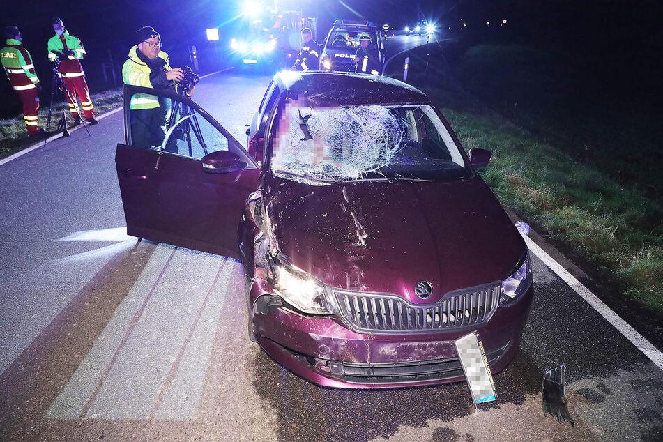 Der Skoda erlitt bei dem Unfall wohl Totalschaden.