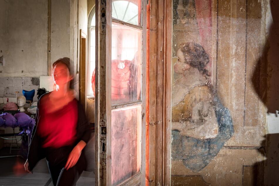 Überraschungsfund: Dieses Wandgemälde aus dem 17. Jahrhundert wird derzeit zentimeterweise freigelegt.