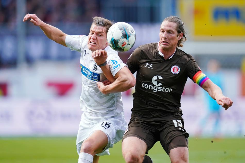 Daniel Buballa (31, r.) hat sich über die Art und Weise seines Abschieds beim FC St. Pauli beschwert. (Archivfoto)
