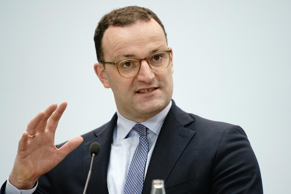Der CDU-Politiker blickt auf die Anzahl neuer Corona-Infektionen mit Besorgnis.