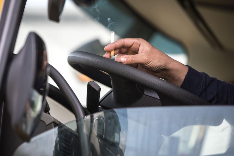 Brummifahrer will einkassierten Führerschein bei der Polizei abholen und begeht riesigen Fehler
