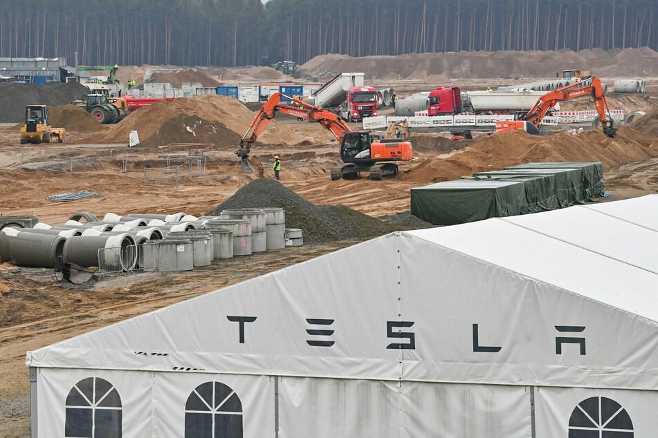 Tesla feiert auf Gigafactory-Baustelle in Grünheide: Tausende Gäste erwartet