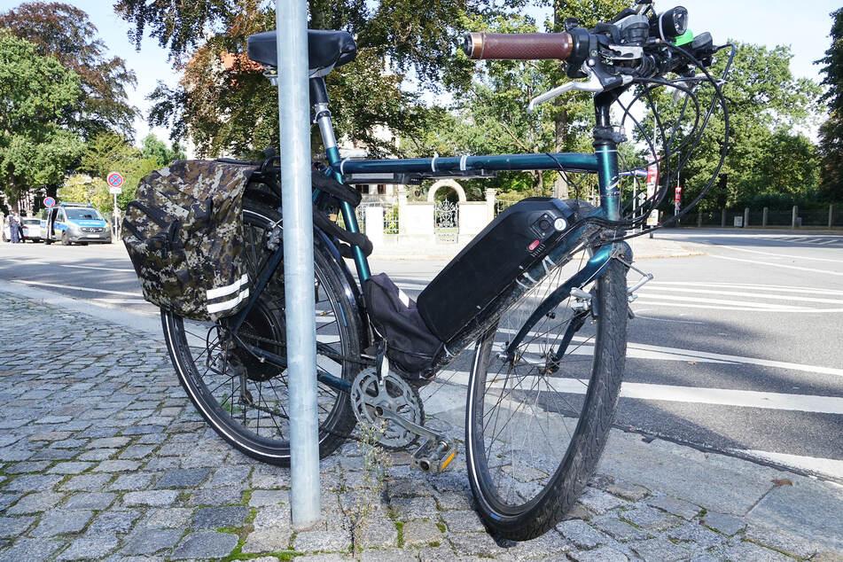 Die Vorderradachse des motorisierten Fahrrads brach bei dem Sturz.