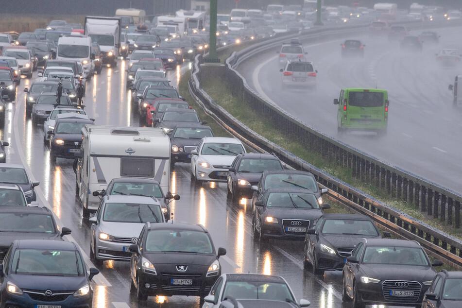A7 nach Unfall gesperrt: Auto überschlägt sich mehrfach