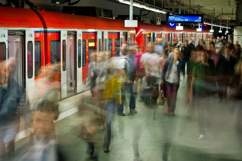 Frankfurt: Schmorbrand im Frankfurter S-Bahn-Tunnel: Verspätungen und Ausfälle auf allen Linien