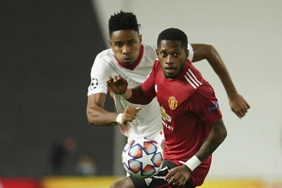 RB Leipzigs Christopher Nkunku (l.) im Zweikampf mit Fred, der Manchester United im Rückspiel Gelb-Rot-gesperrt fehlen wird.