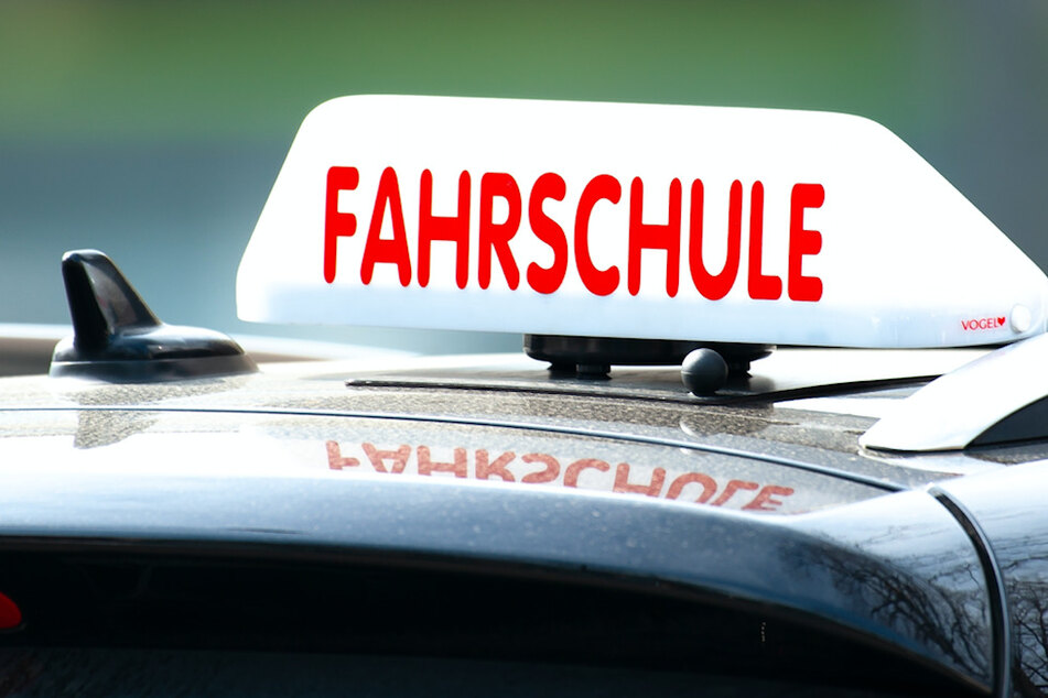 Hunderte Fahrschüler müssen in Oberfranken ihren Erste-Hilfe-Kurs wiederholen. (Symbolbild)