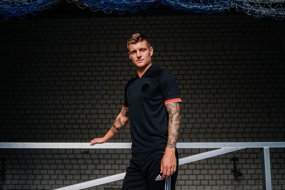 Toni Kroos (31) steht das neue Trikot auf jeden Fall.