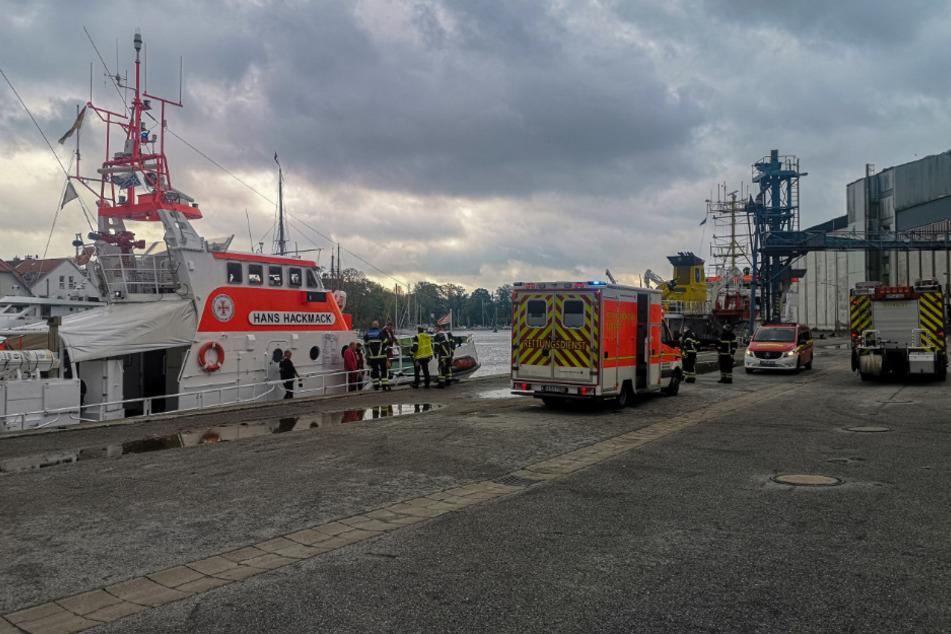 Dramatischer Einsatz auf der Ostsee: Angler treiben im Wasser