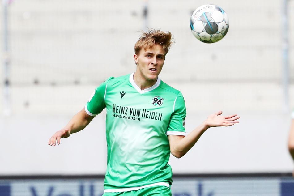 Schalke führt mit 96-Abwehrkante Timo Hübers (24) offenbar schon konkrete Verhandlungen und bietet dem Vernehmen nach mehr Gehalt als Hannover.