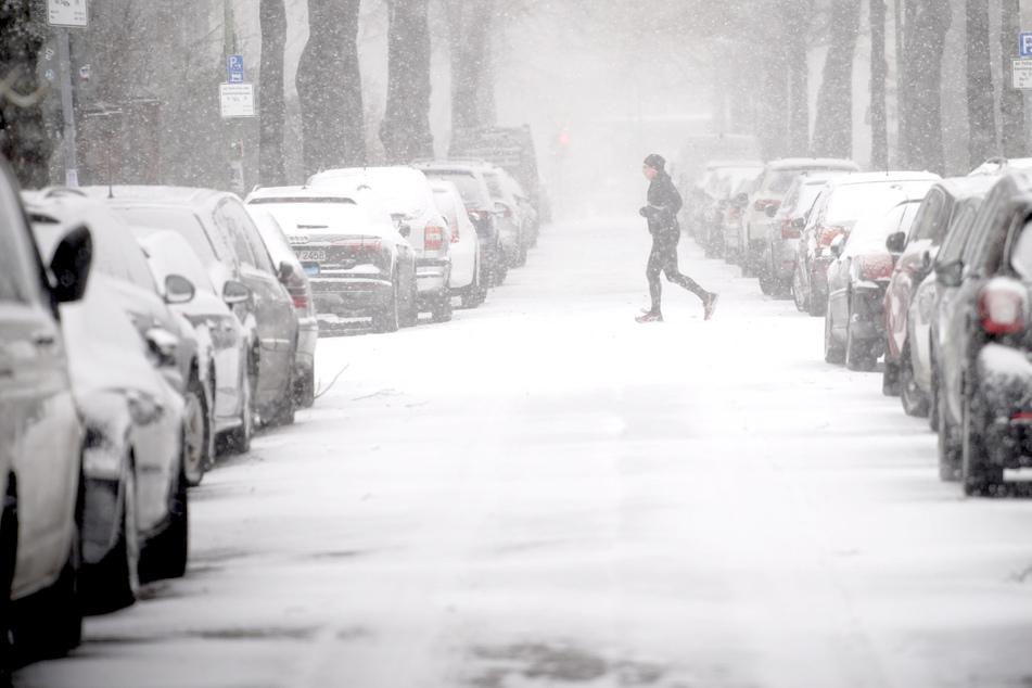 Schnee sorgt für Ausfälle im Bahnverkehr: Flughafen BER spürt Wintereinbruch