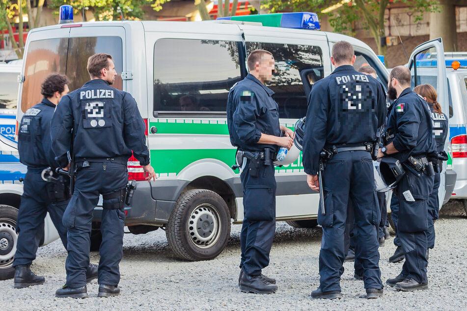 Mithilfe einer unterstützenden Streife gelang es der Polizei schließlich den 26-Jährigen festzunehmen. (Symbolfoto).