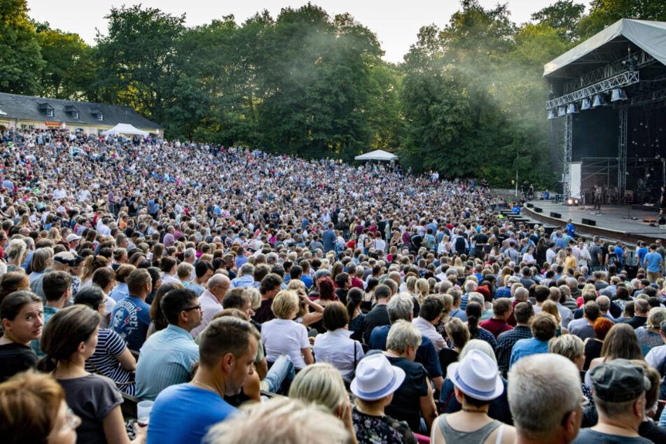 Das Konzert sollte auf der Freilichtbühne Junge Garde im Großen Garten stattfinden.