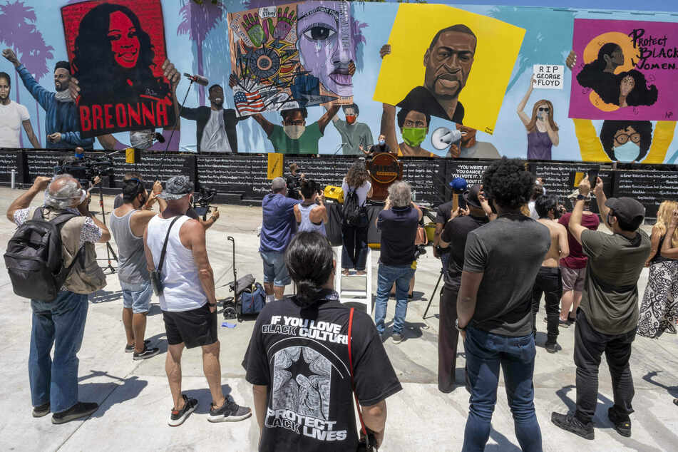 George Floyd mural vandalized outside Laugh Factory in Hollywood