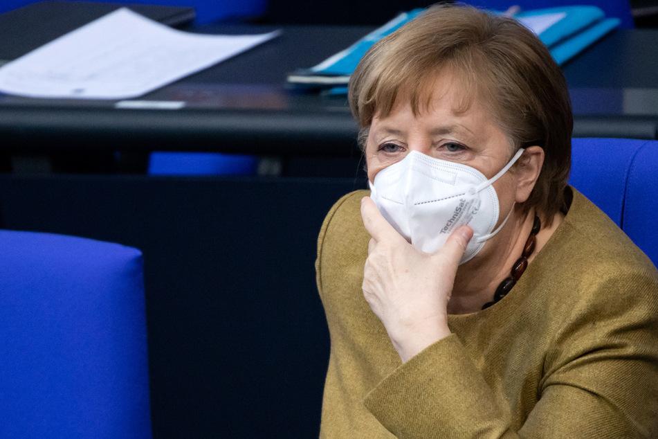 Bundeskanzlerin Angela Merkel (66, CDU) sitzt nach ihrer Regierungserklärung zu den Ergebnissen der Bund-Länder-Runde zur Bewältigung der Corona-Pandemie in der Plenarsitzung des Deutschen Bundestages.