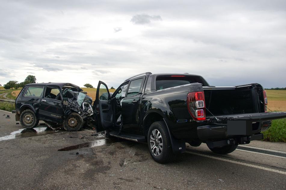 Lada kracht in Pick-Up: 66-Jähriger stirbt noch an der Unfallstelle
