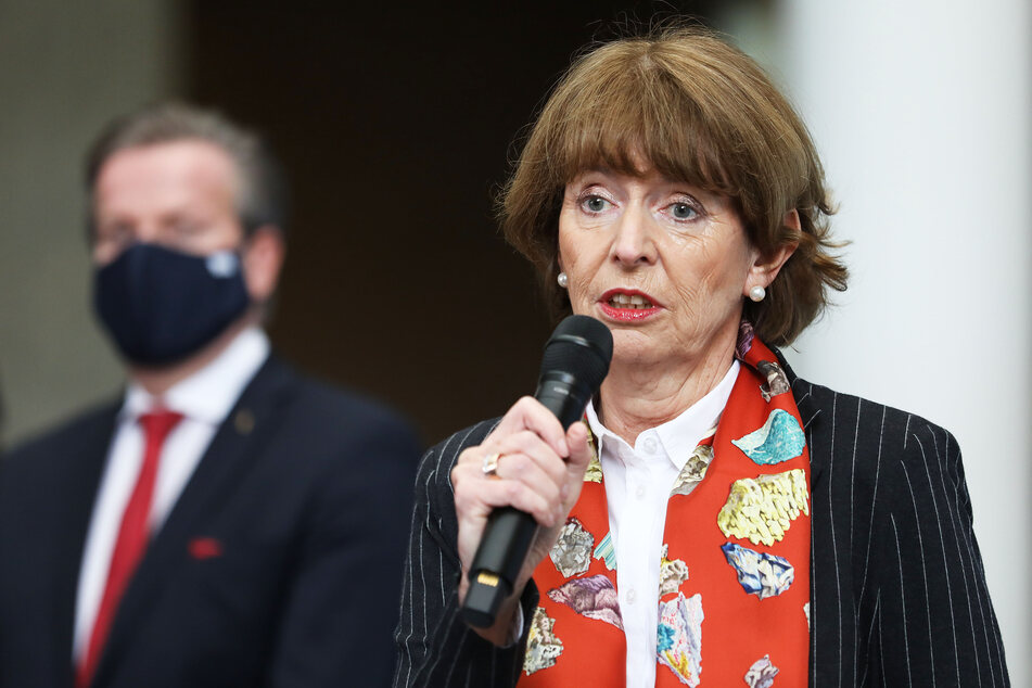 Kölns Oberbürgermeisterin Henriette Reker (64, parteilos) ist zwar selbst traurig, dass der Karneval ausfällt, appellierte trotzdem erneut an Karnevalisten, zu Hause zu bleiben.