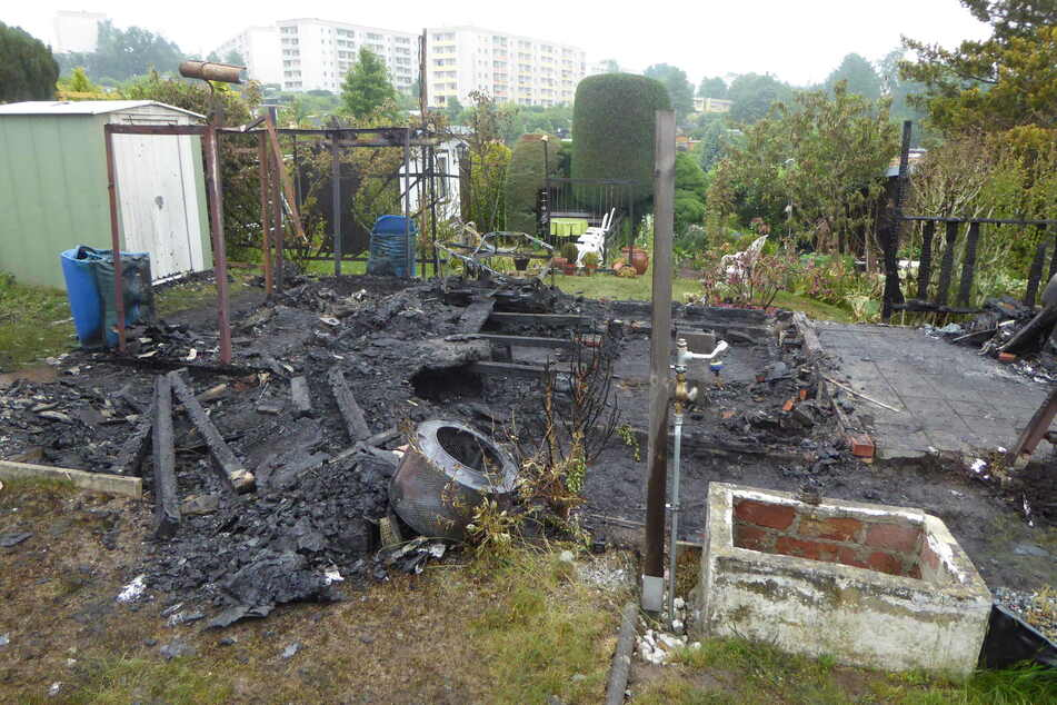 In der Nacht zu Donnerstag brannte in Crimmitschau erneut eine Gartenlaube ab.
