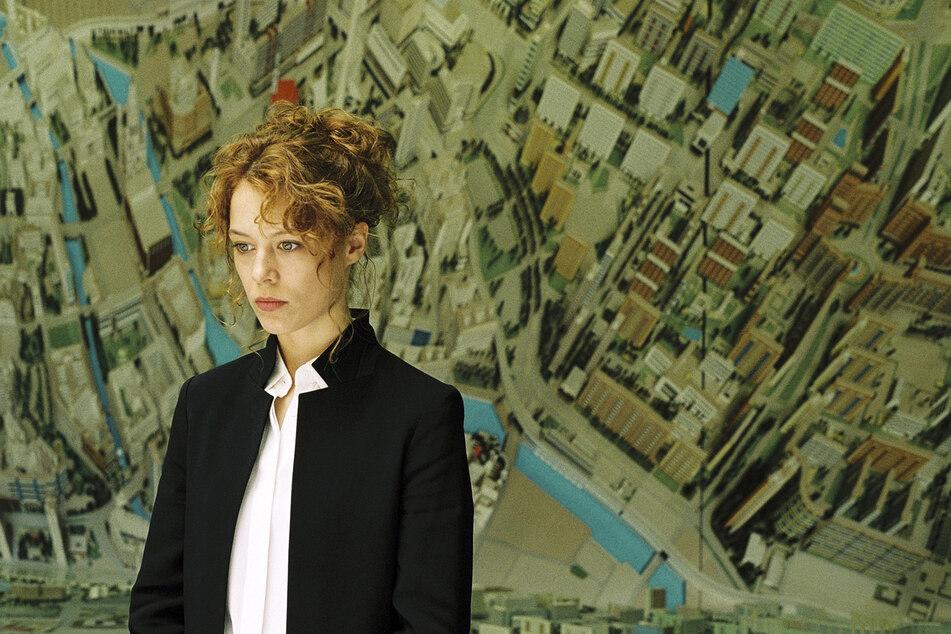 Undine (Paula Beer, 26) arbeitet als Stadtführerin.