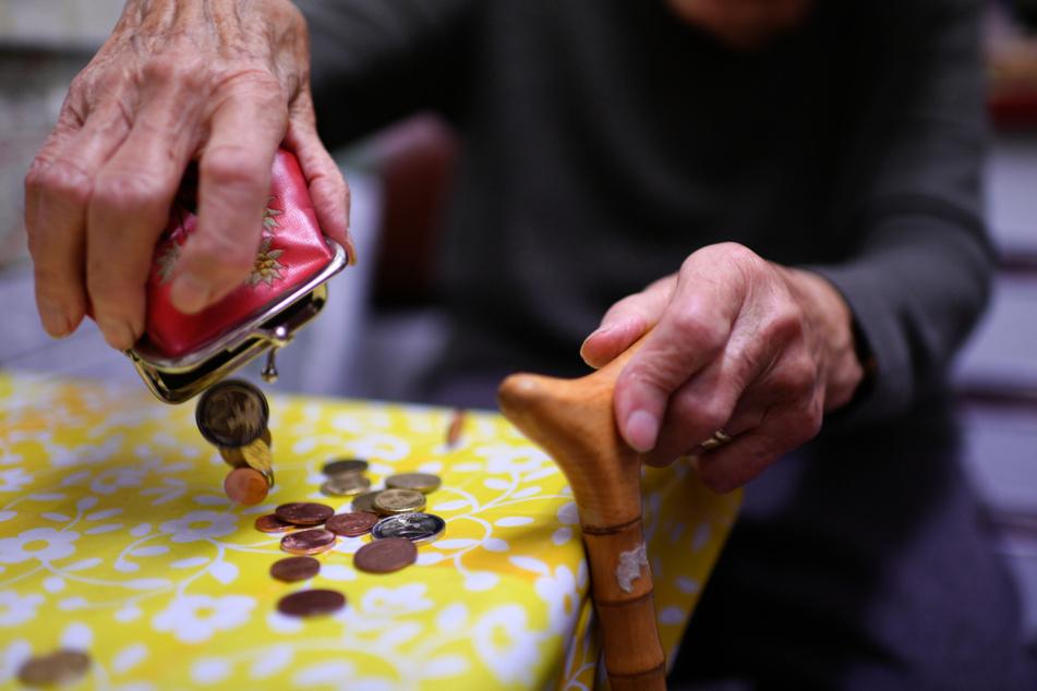 Wer im Alter genug Rente haben will, sollte das schon zuvor bei der Berufswahl bedenken, sagt der Studienautor. (Symbolbild)